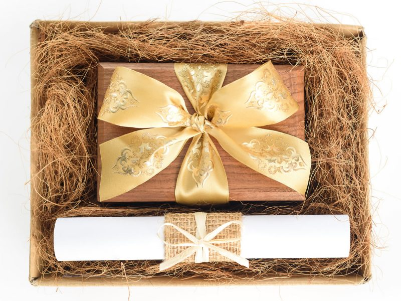 Hamper Plain Box Gold Ribbon01